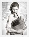 Krista street bw.jpg.  Девушка с сумочкой.